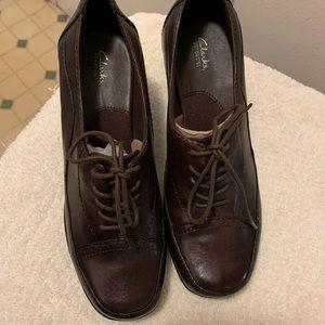 Clark's Bendable's NWOT Brown Leather Tie Pump